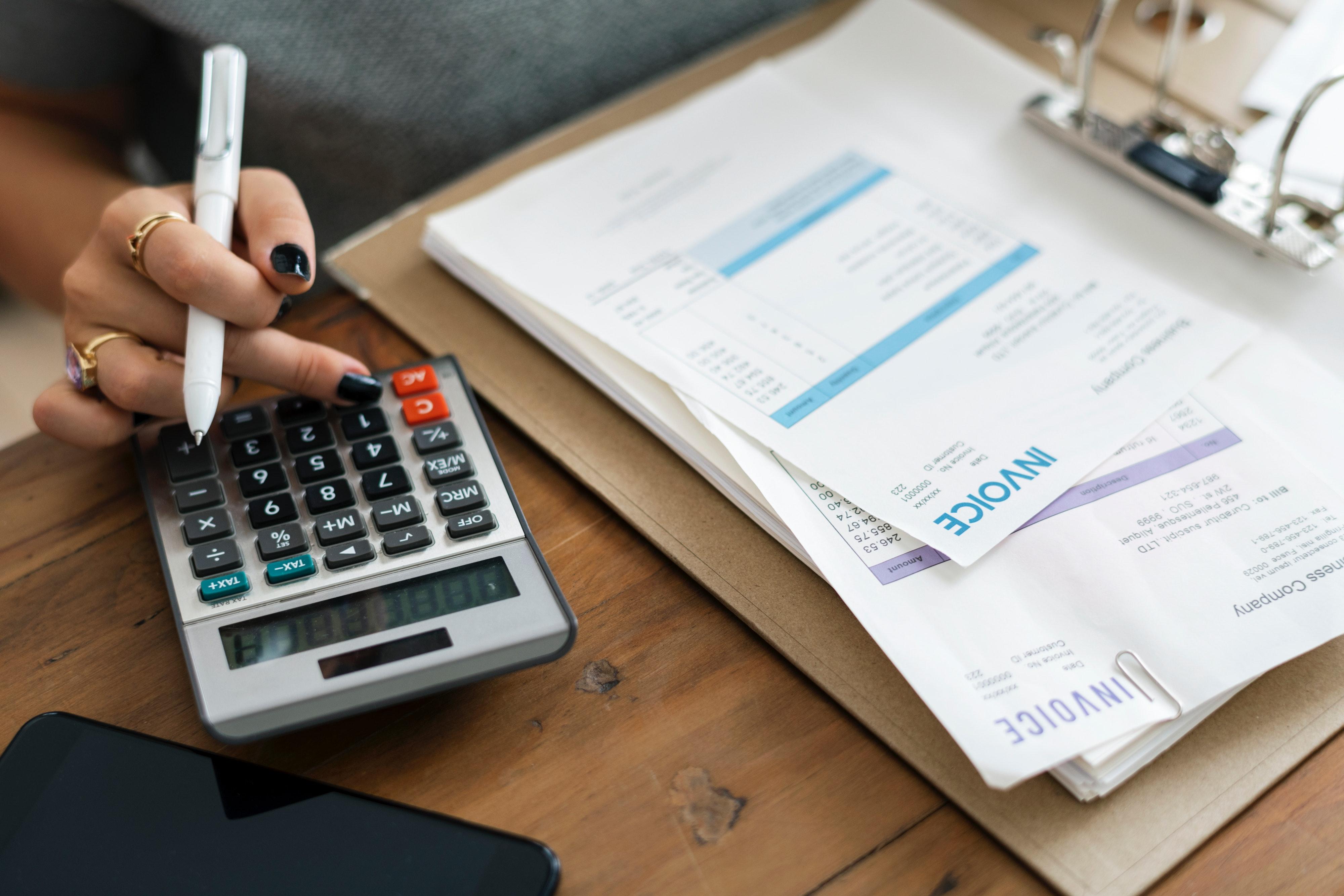 calculator-desk-finance-1253591